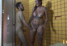 Suruba no vestiário durante o banho – Melissa Devassa – Rafaella Denardin – Victor Hugo – Alex Santo Ab