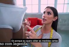 Costureira gostosa foi tirar as medidas e caiu de boca no noivo – August Ames – Porno com Legenda em Português