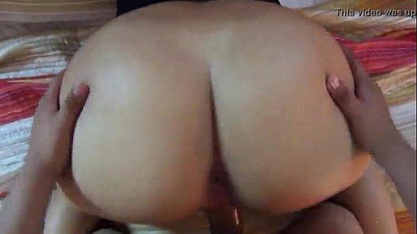 Venezolana culona cojiendo rico en la cama