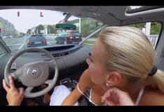 Homem comendo loira gostosa no carro