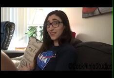 Tarado comendo namorada nerd de óculos grandes